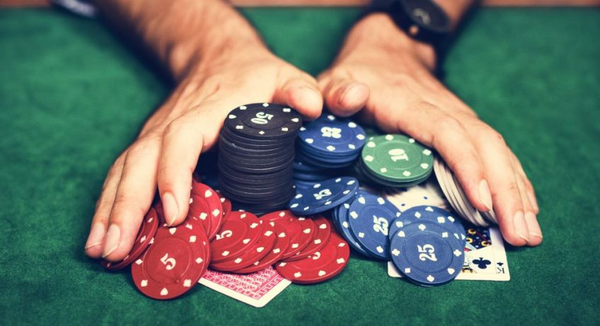 Essential Things Beginners Should Know Before Playing Poker Game